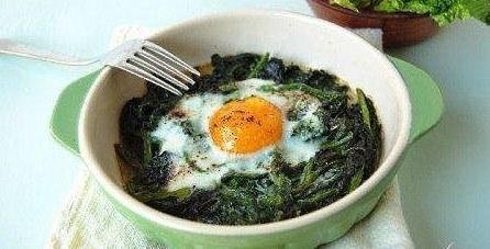 Particolare-presentazione-spinaci-al-forno-con-uova-e-parmigiano-450x299.jpg