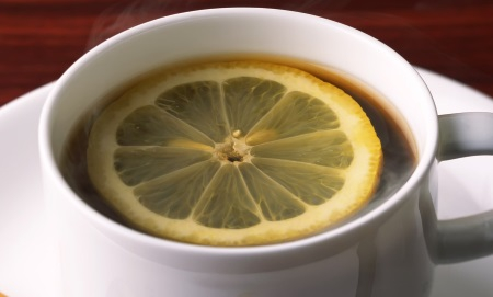 a_hot_cup_of_tea_with_a_lemon_slice_1600x1200.jpg