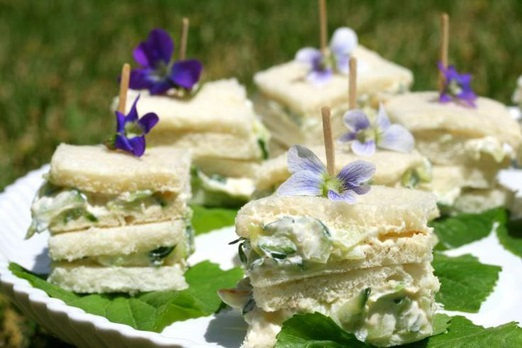 15_wedding_uses_edible_flowers12.jpg